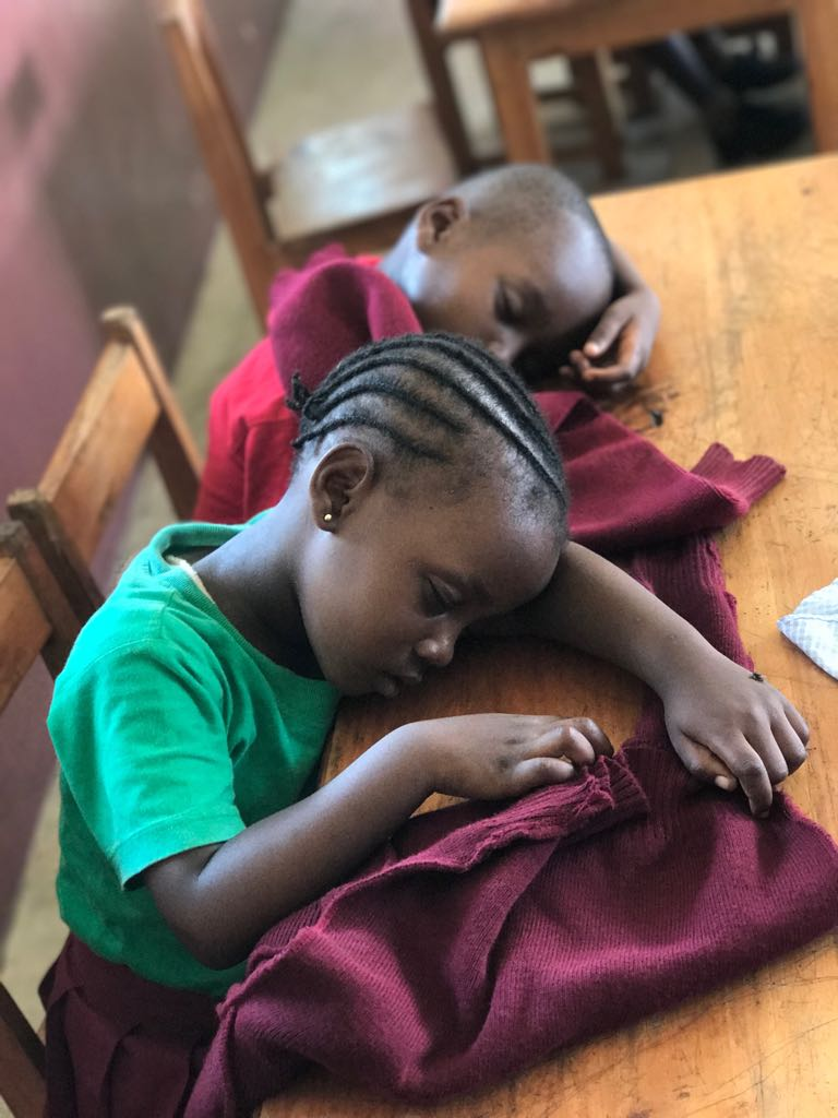 The pace in kindergarten is very different. It's rest time for these sweet little ones that in 10 short years will be completing their primary school education.