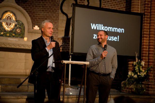 GOTTESDIENSTe   Wo man uns kennenlernen und gemeinsam feiern kann, welche Gottesdienst-Formen es bei uns gibt, wann wir uns treffen ...   hier erfährst du mehr →