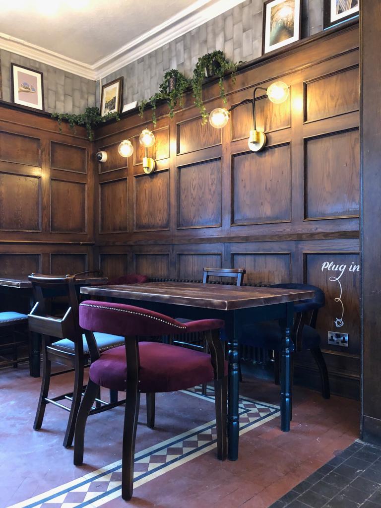 the-palace-leeds-pub-original-floor-original-panel.JPG
