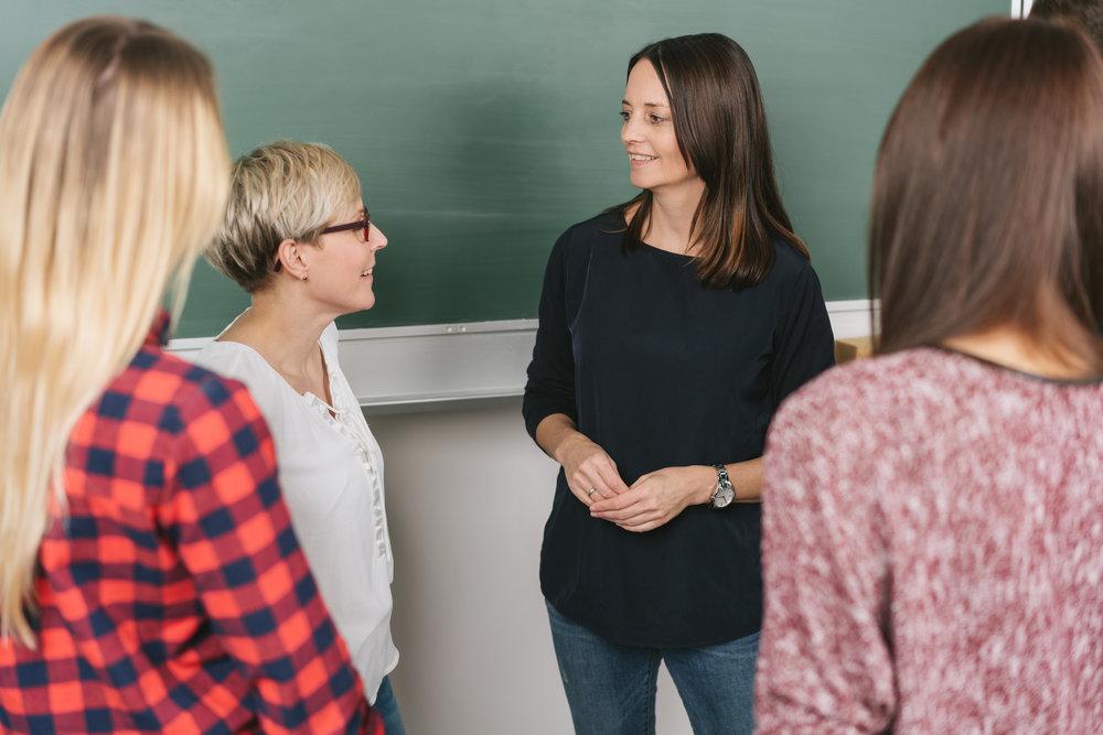 Sie tauschen sich mit Ihren Kollegen und Kolleginnen über das Thema Stimme aus. -