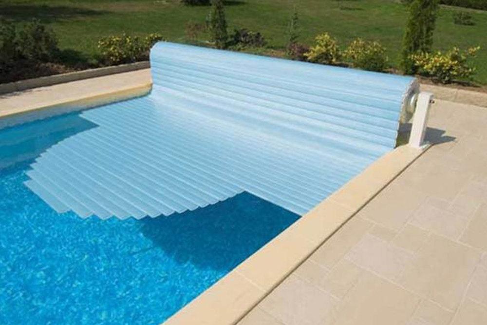 couverture-automatique-piscine-projetpiscine.jpg