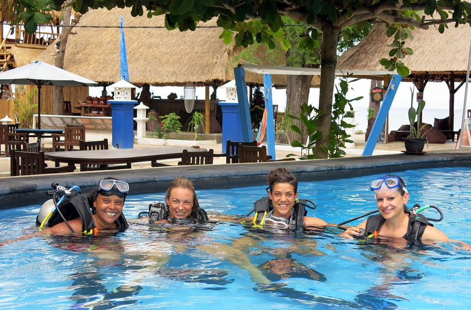 Scuba-Diver-Gili-Air-Blue-Marine-Pool-PADI