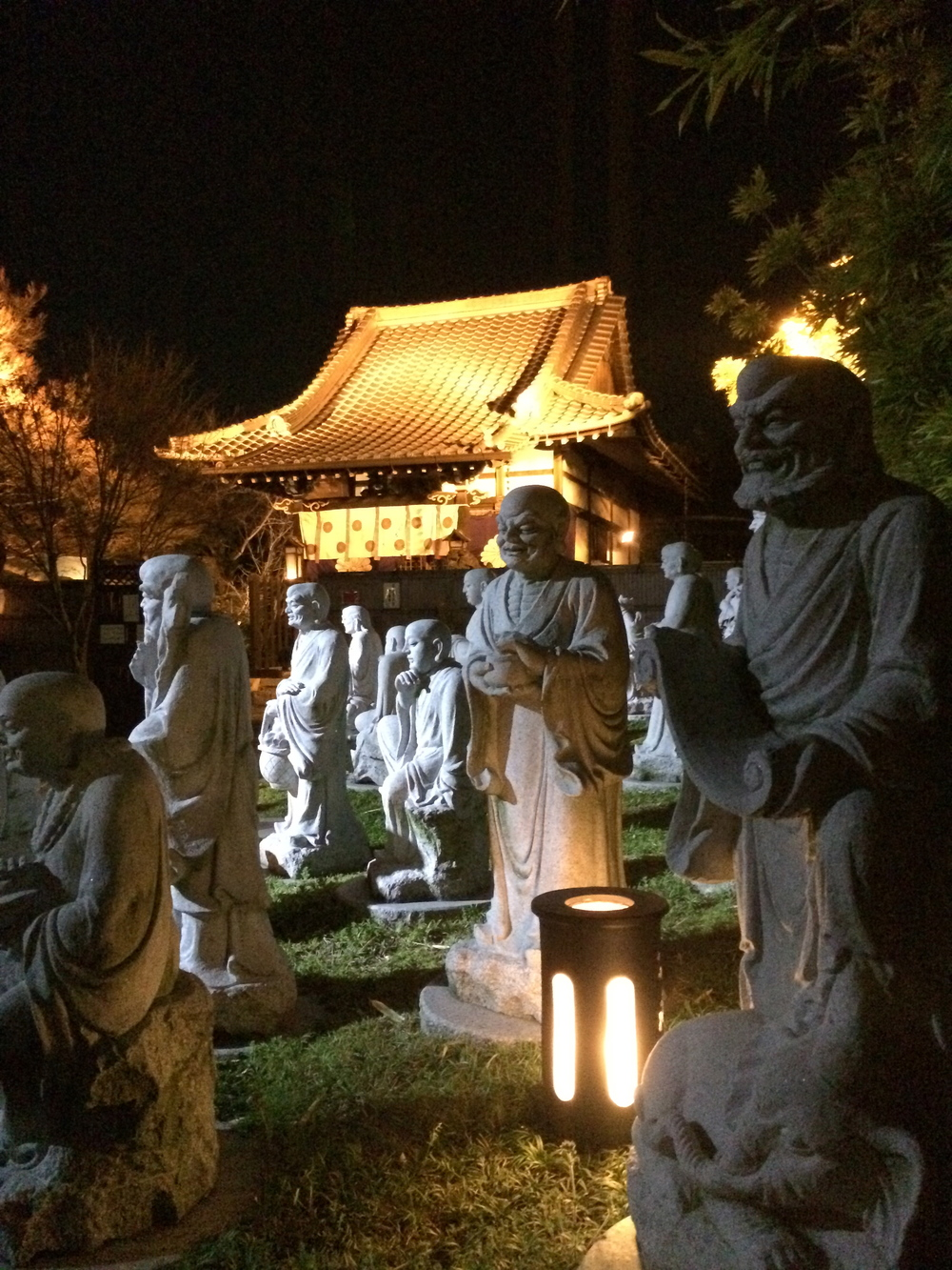 ZoomVacationsJapanStatues.jpg