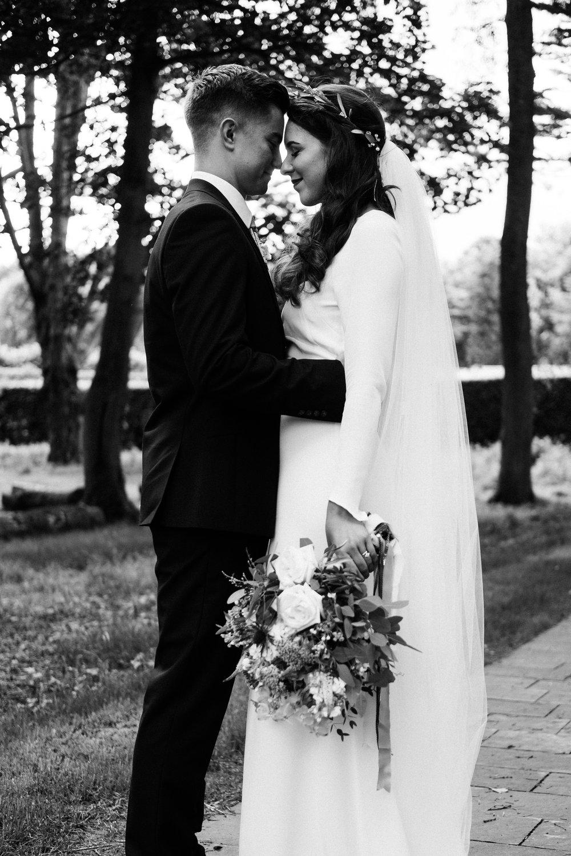 Archive 12 modern minimal bride