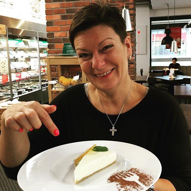 🍰 Báječný #cheesecake od maminky! 🍰 #opapafood #maminka #momskitchen #mom #praha #prague #odmaminky #tochces #sweets #foodie #foodporn #mademyday #freshfood #maminkapece