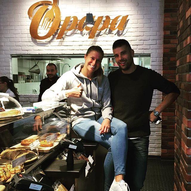Hvězdám u nás chutná! 🌟🎾Pozvali jsme tenistku Andreu Hlaváčkovou na snídani a nový #cheeskake :) Díky za návštěvu @andreahlavackova #opapa #opapafood #freshfood #freshbistro #breakfast #dinner #vegetarian #vegie #foodporn #foodie #prague #snidane #bistro #praha #revolucni #kamnaobed #mademyday #tenis #czechteam #tenistka