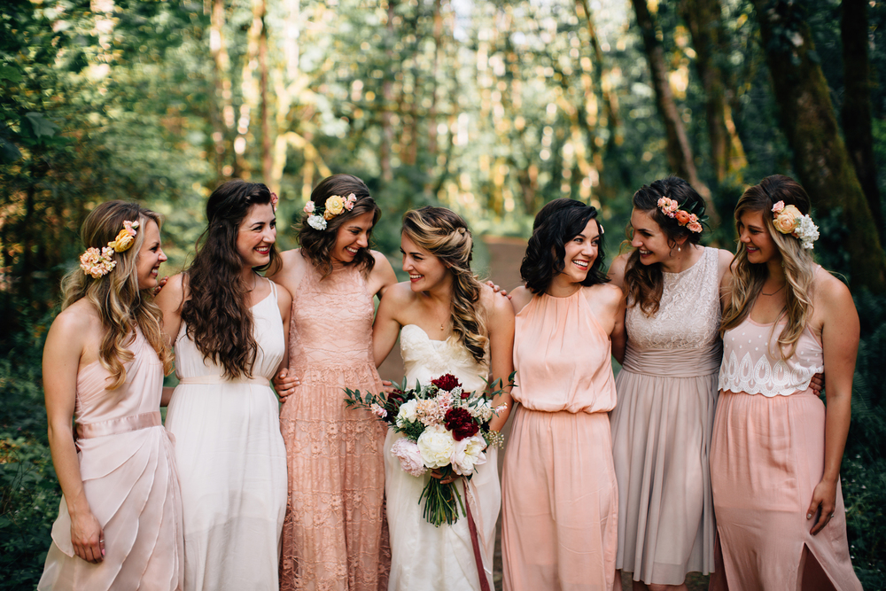 bridesmaids with hari florals and brides bouquet