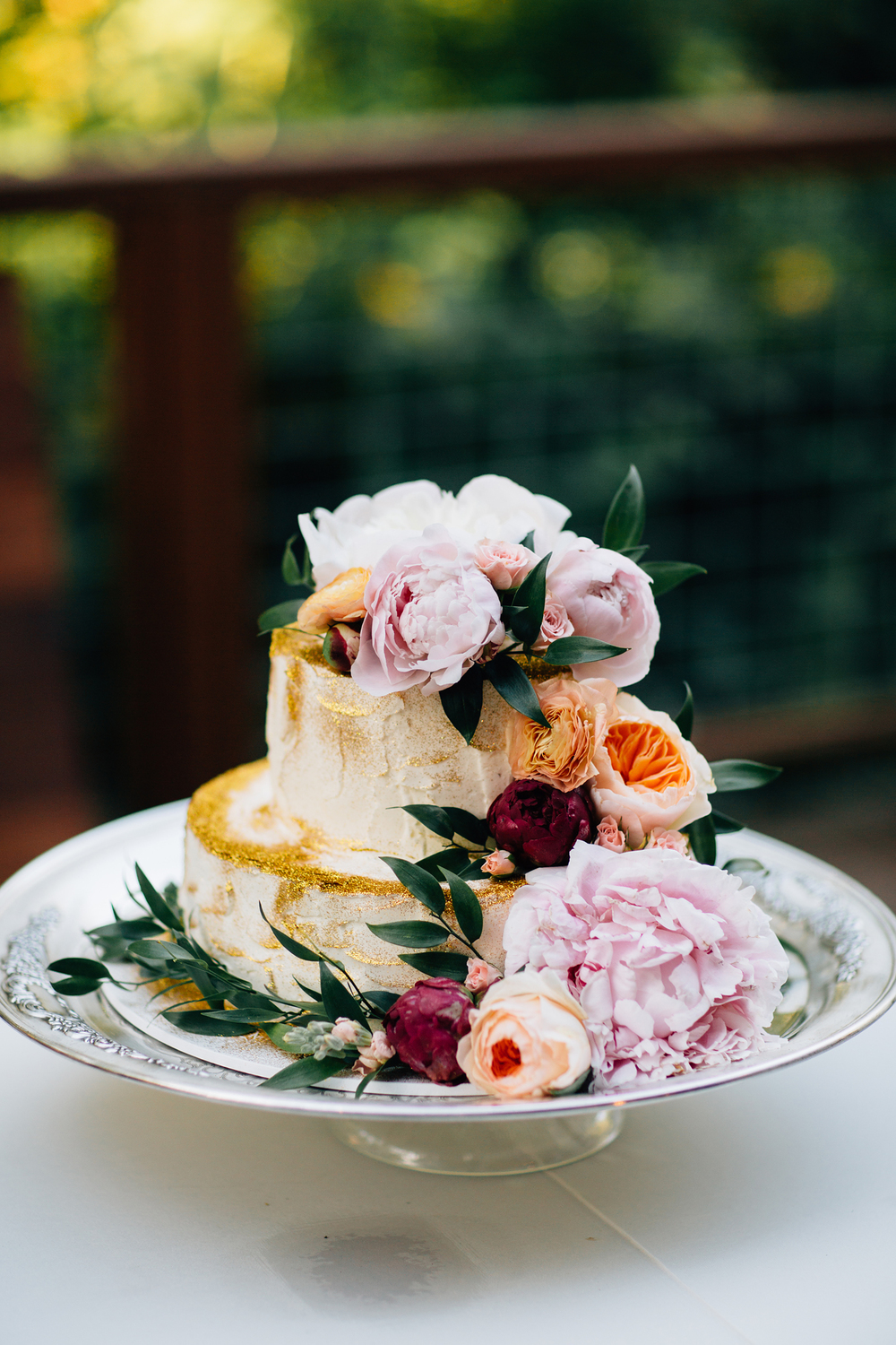 gorgeous wedding cake florals with glitter