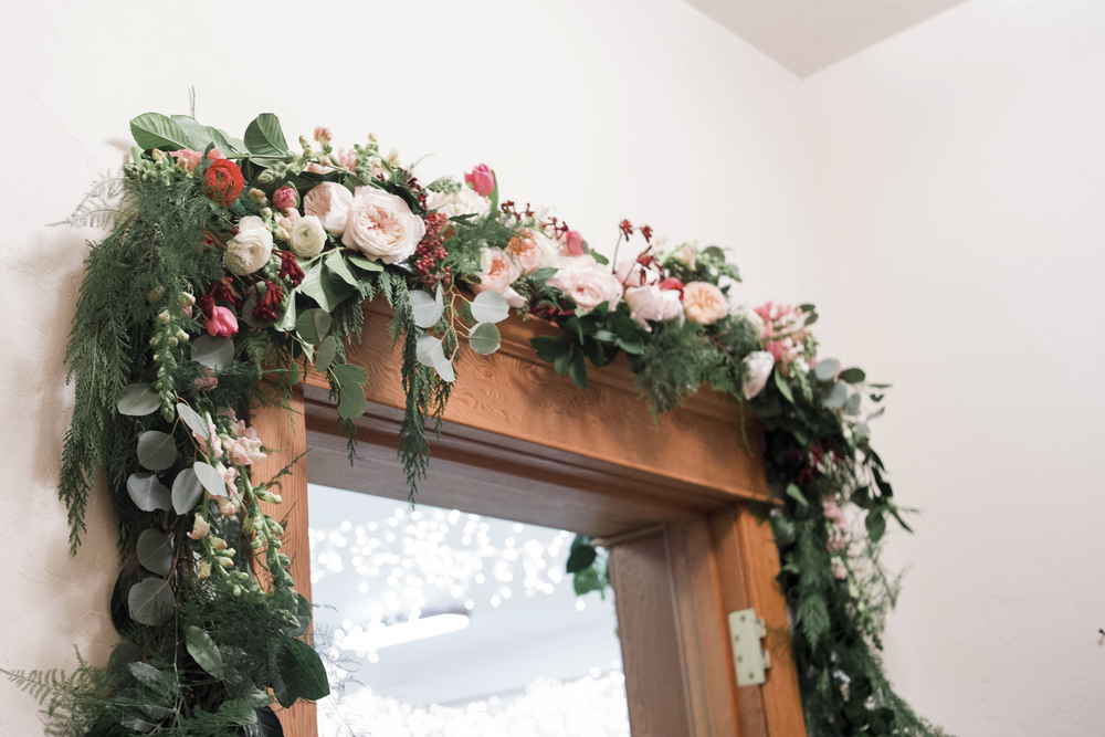 garland door floral arrangment