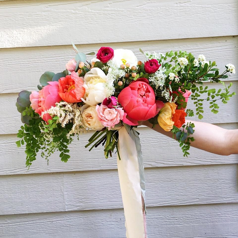 free flowing bridal bouquet