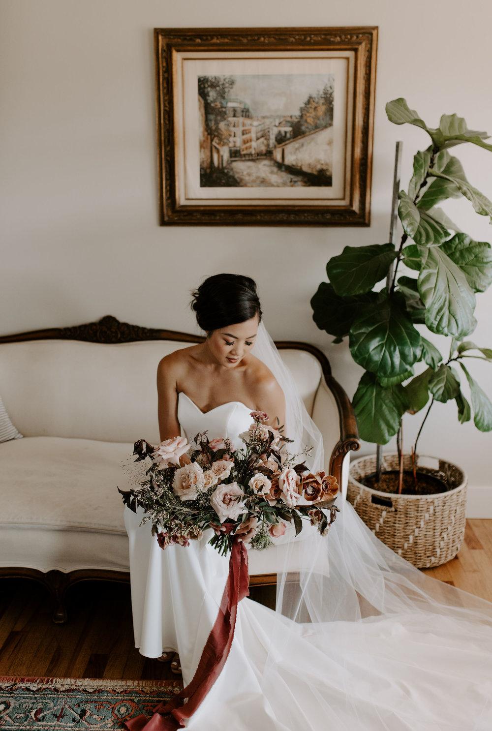 elegant boho bouquet bride