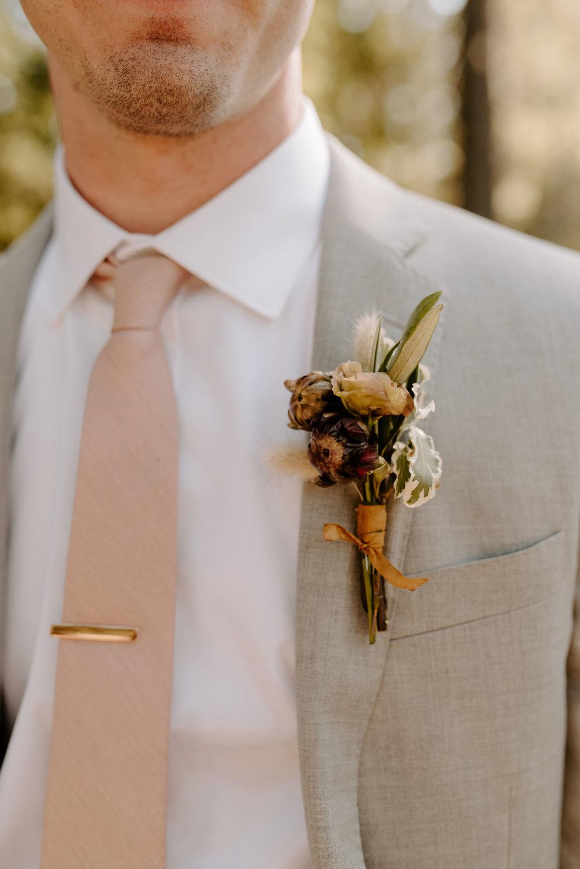 elegant boho wedding boutonniere