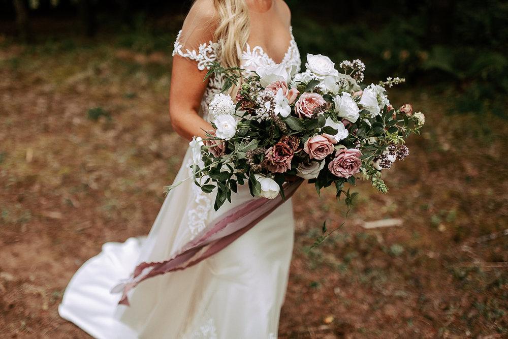 planning wedding flowers