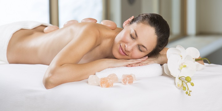 Himalayan-Salt-Stone-Massage-lady.jpg
