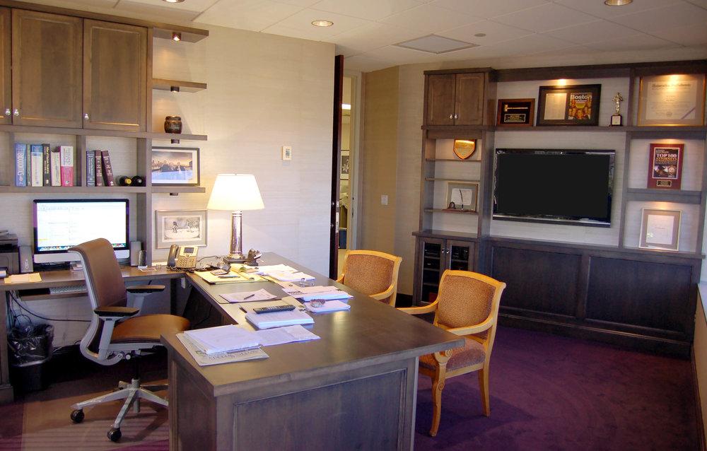 Honore-Cabinetry-custom-built-in-office-desk-bookcase-shelves.jpg