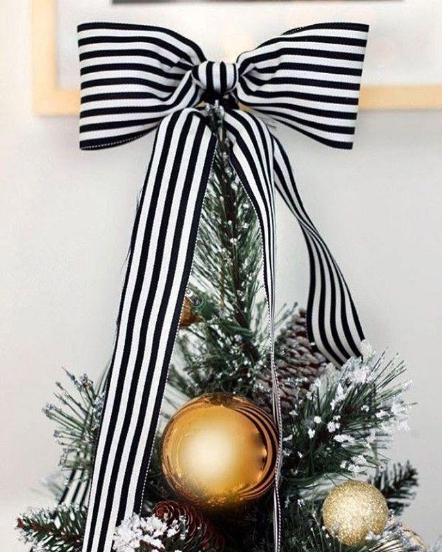 Christmas season is here. Are you feeling fresh and polished? Treat yo' self this holiday with a Dermalinfusion and enter the holiday season glowing. #yycaesthetics #yyc #403 #yycskin #calgarybeauty #calgaryesthetics #loveyourskin #treatyoself