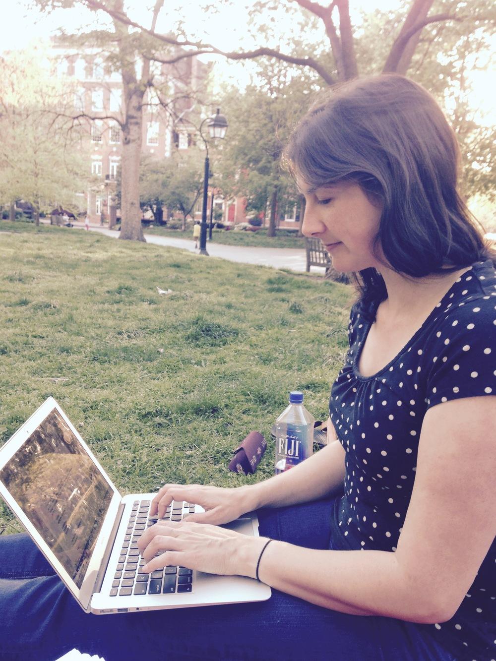julie-lenard-the-storyologist.png