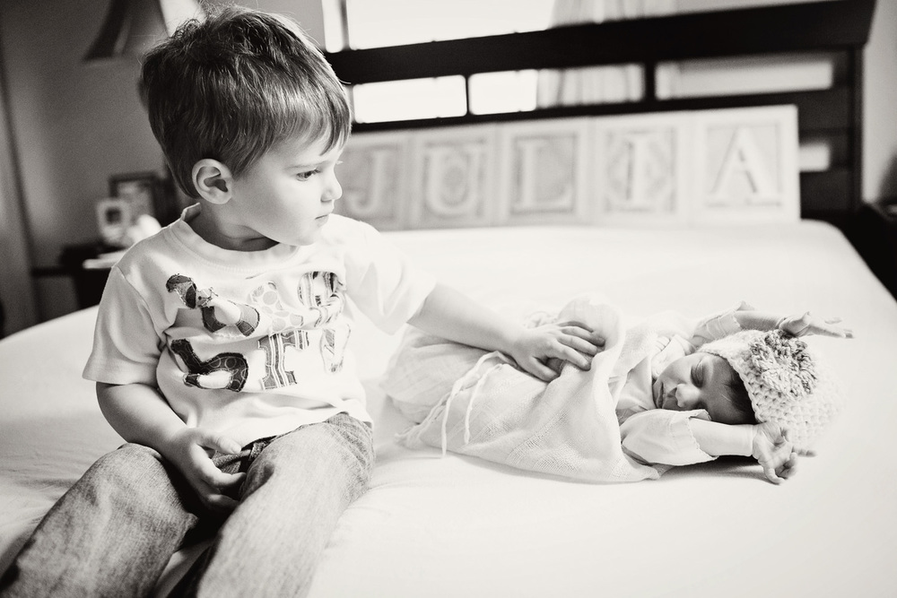 021013-Julia_newborn-232-bw.jpg