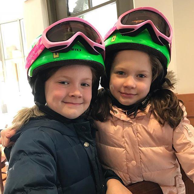 Maloney ladies ready for ski school! Love having these girls visit #beavercreek #sunnyskiday