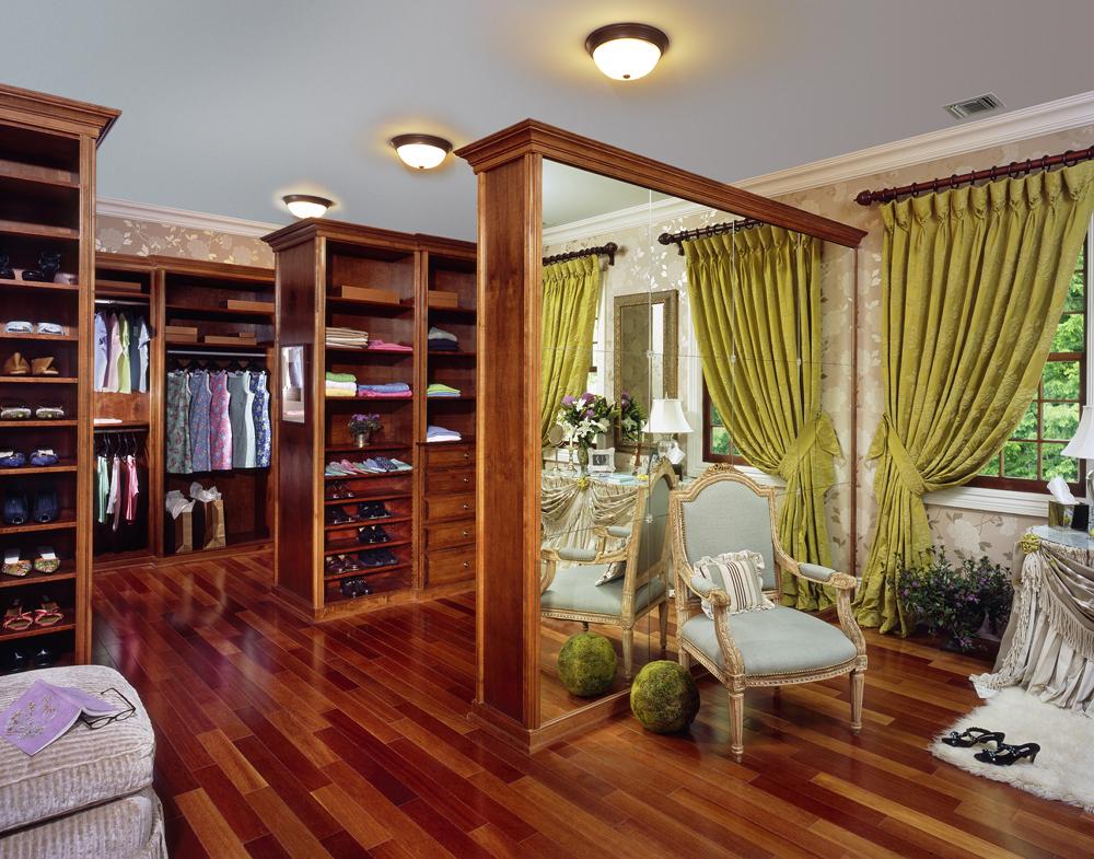 Attrayant Showhouse Closet 3_edited 1