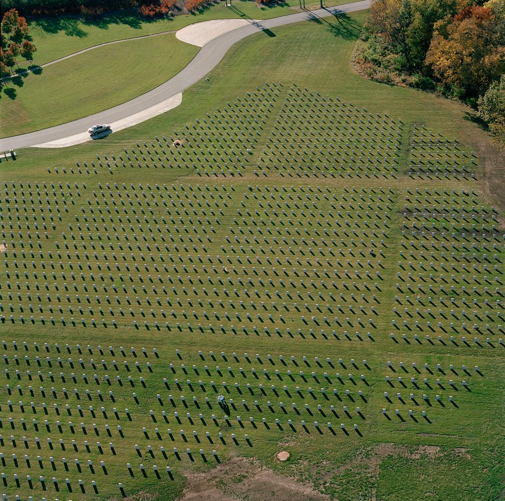 101-69.10_13_03.vet.cemetery.jpg