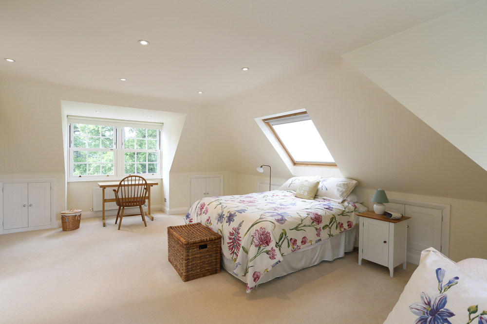 Coombe Lane West 125 - Top Bed.jpg