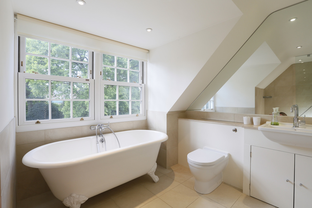 Coombe Lane West 125 - Top Bath.jpg