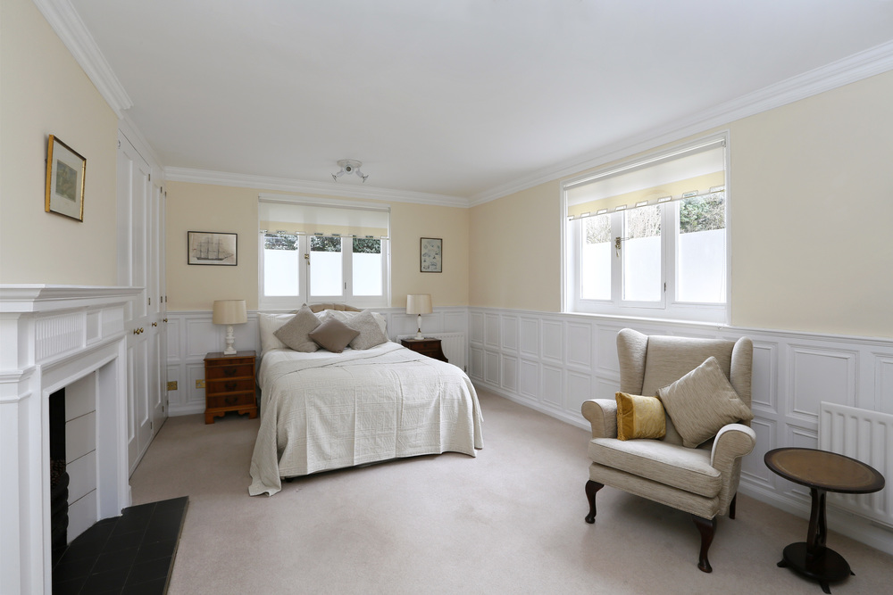 Coombe Hse 6 - M Bed.jpg
