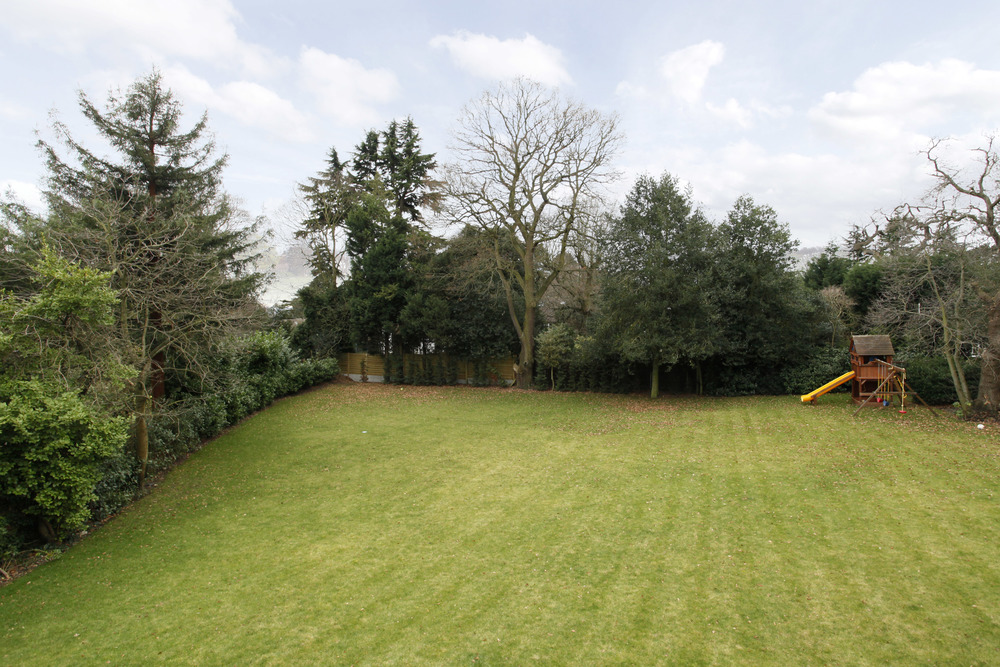 Athena Coombe End - Gdn view.jpg
