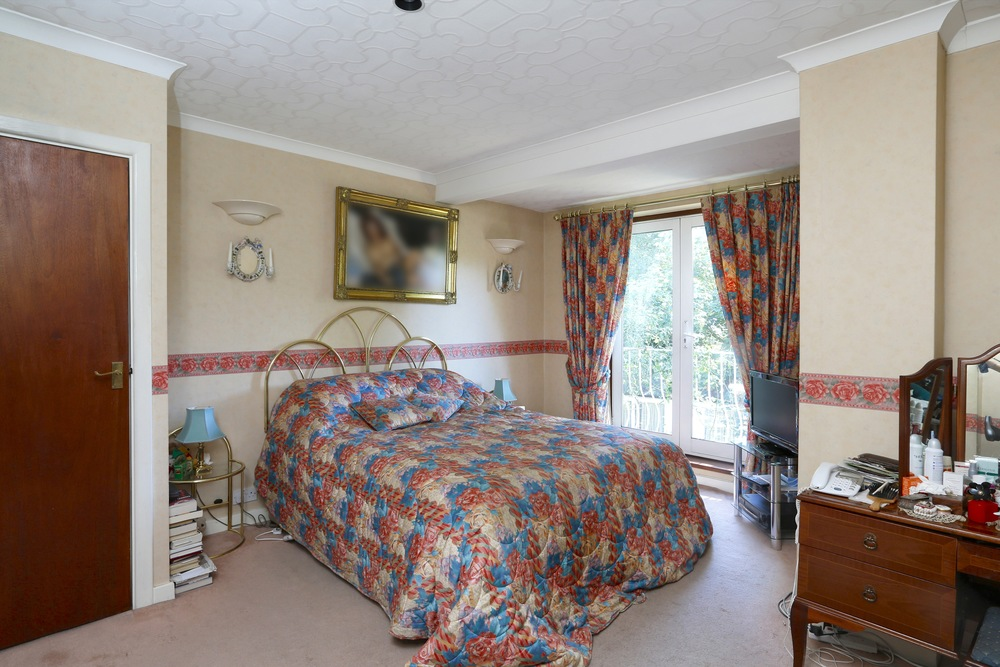Fairlawn Close 2  - Bed2 close.jpg