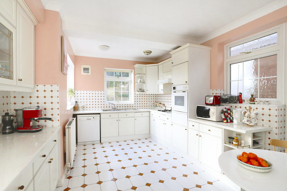 Coombe House Chase 4 - Kitchen.jpg