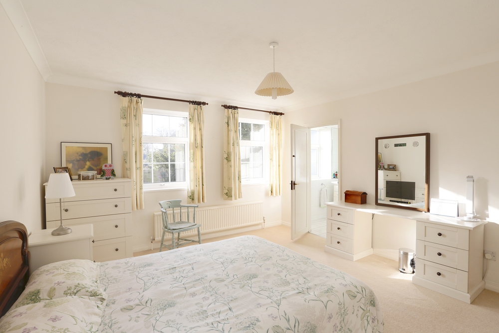 Coombe House Chase 4 - M Bed - En-suite.jpg