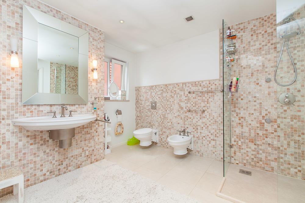 Family Bathroom2.jpg