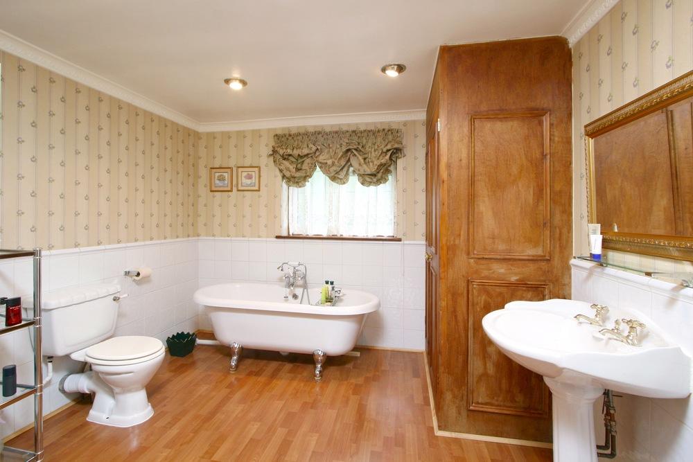 Dickerage Rd 17 - Bath.jpg