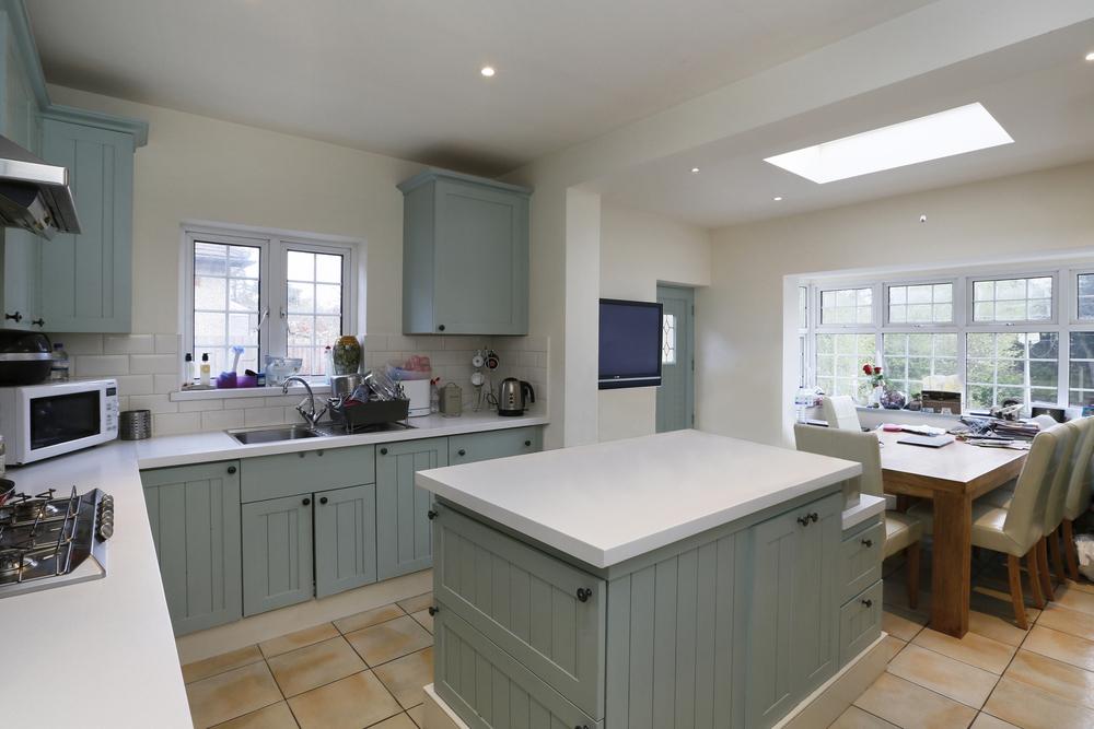 Kitchen Bfast2.jpg