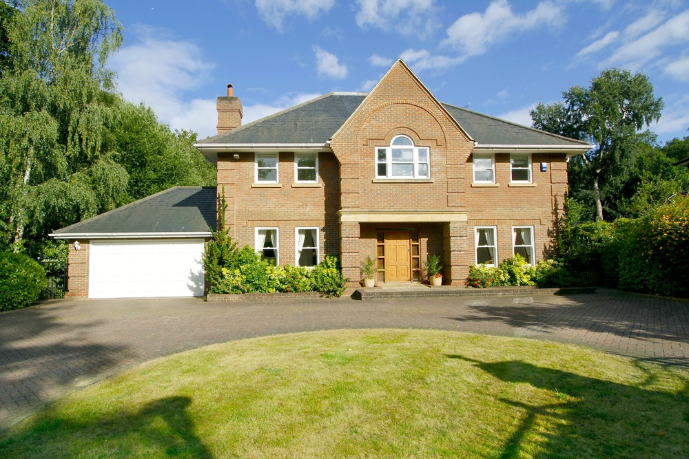 11 Coombe Ridings - Front Ext.jpg