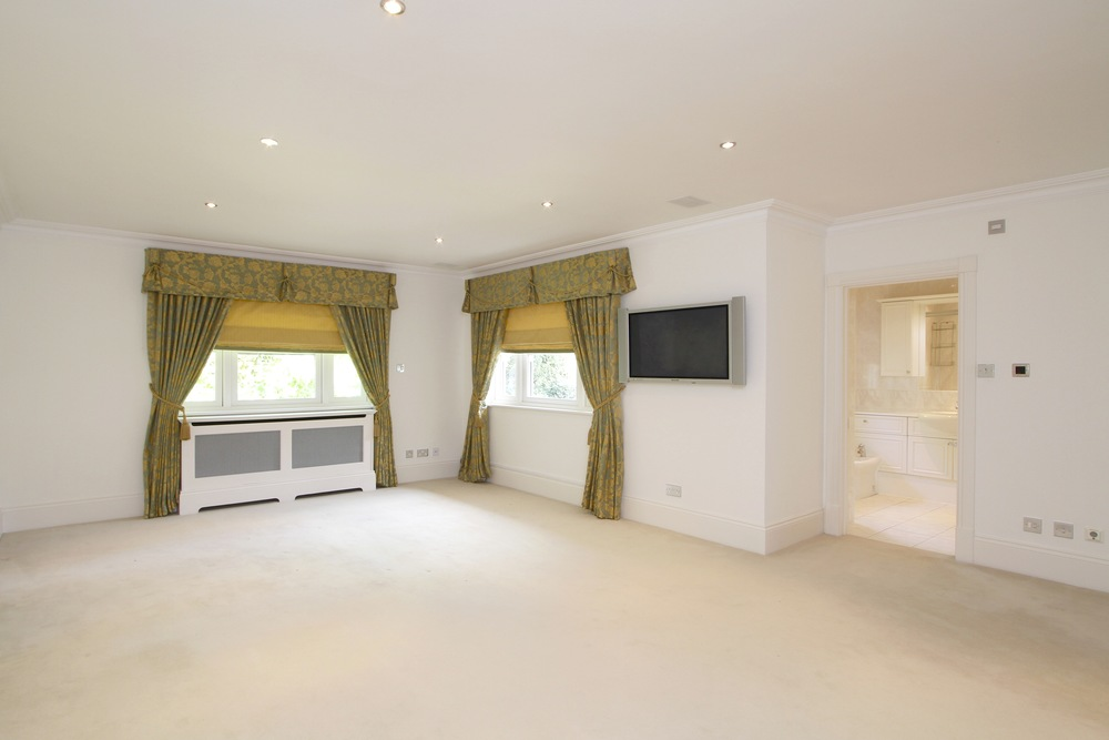 11 Coombe Ridings - M Bed.jpg