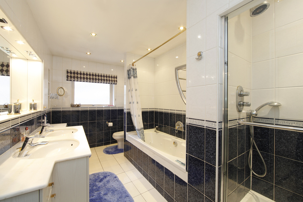 Coombe Lane West 120A - Bathroom.jpg
