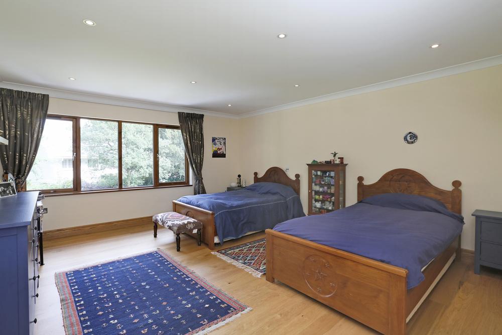 Coombeside - Bed1.jpg