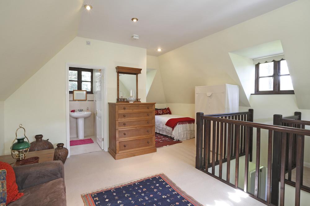The Cottage - Coombeside - Sitt bed.jpg