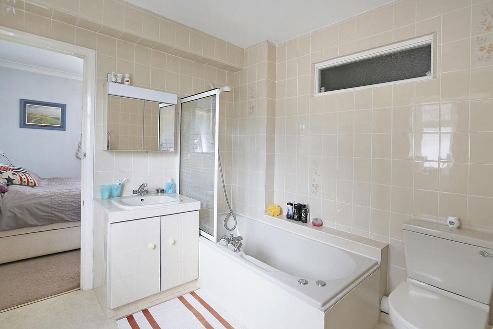 Burghley Rd 21 - En-suite.jpg