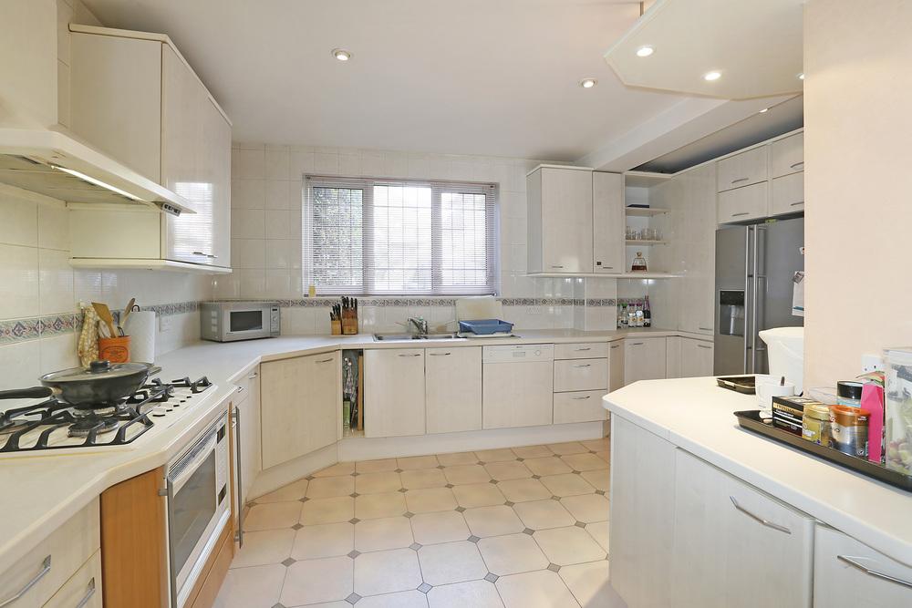 Burghley Rd 21 - Kitchen.jpg
