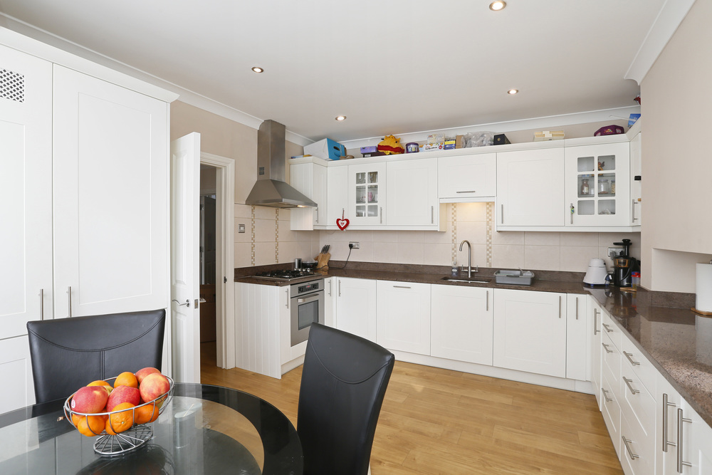 Coombe Lane West 40 - Kitch.jpg