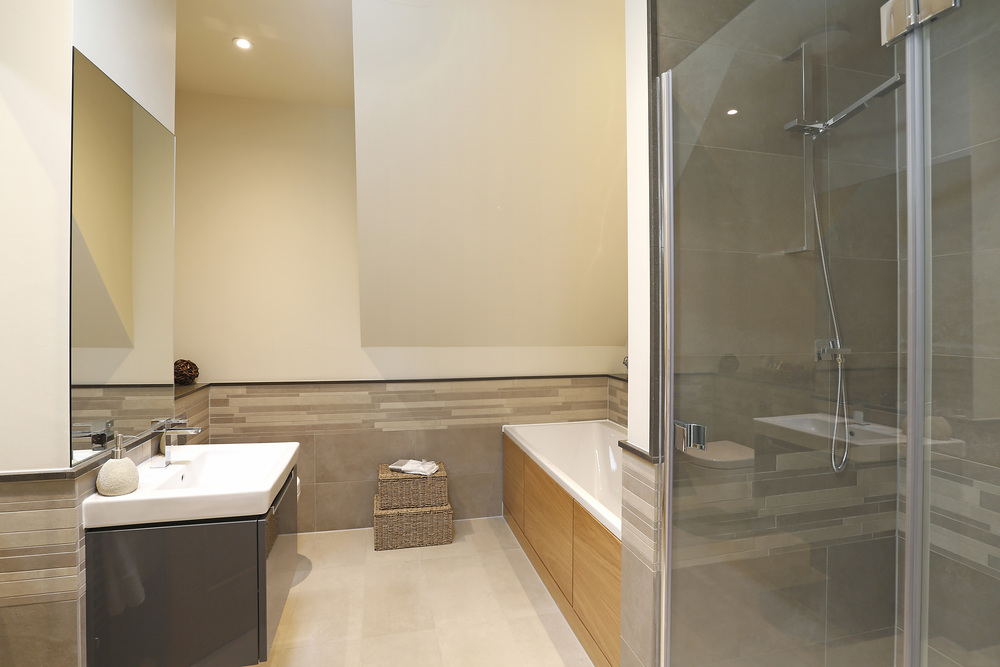 Fairlawn 3 - Top Bath.jpg