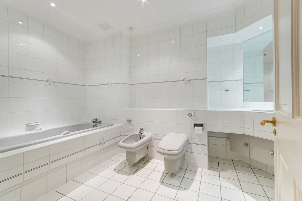Bathroom1_1.jpg
