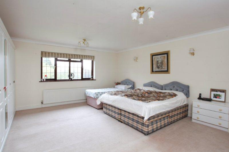 Coombe Lane West 138 - M Bed.jpg