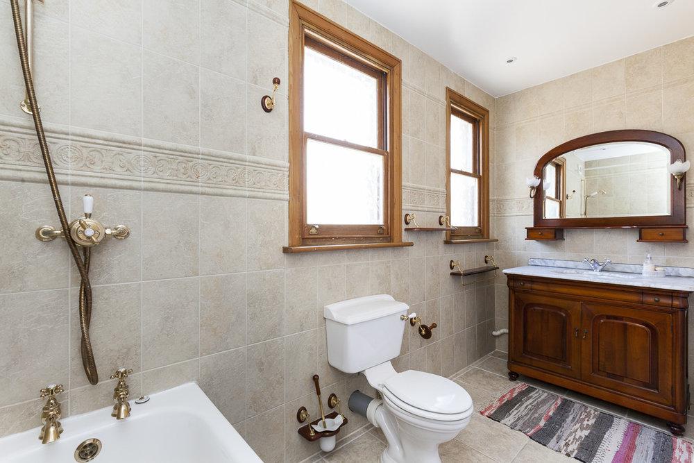 Alric Avenue 31 bath-4.jpg