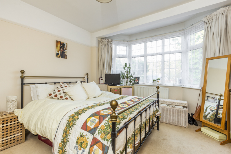 Huntley Way 7 - bed.jpg