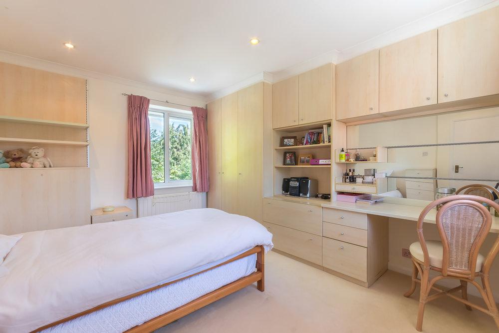 bedroom 1 new (duvet changed).jpg