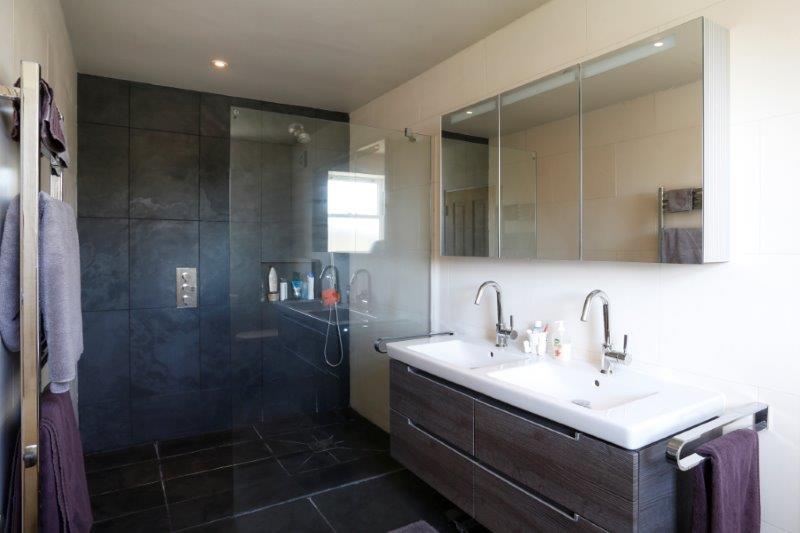 Sycamore Grove 47 - Shower.jpg